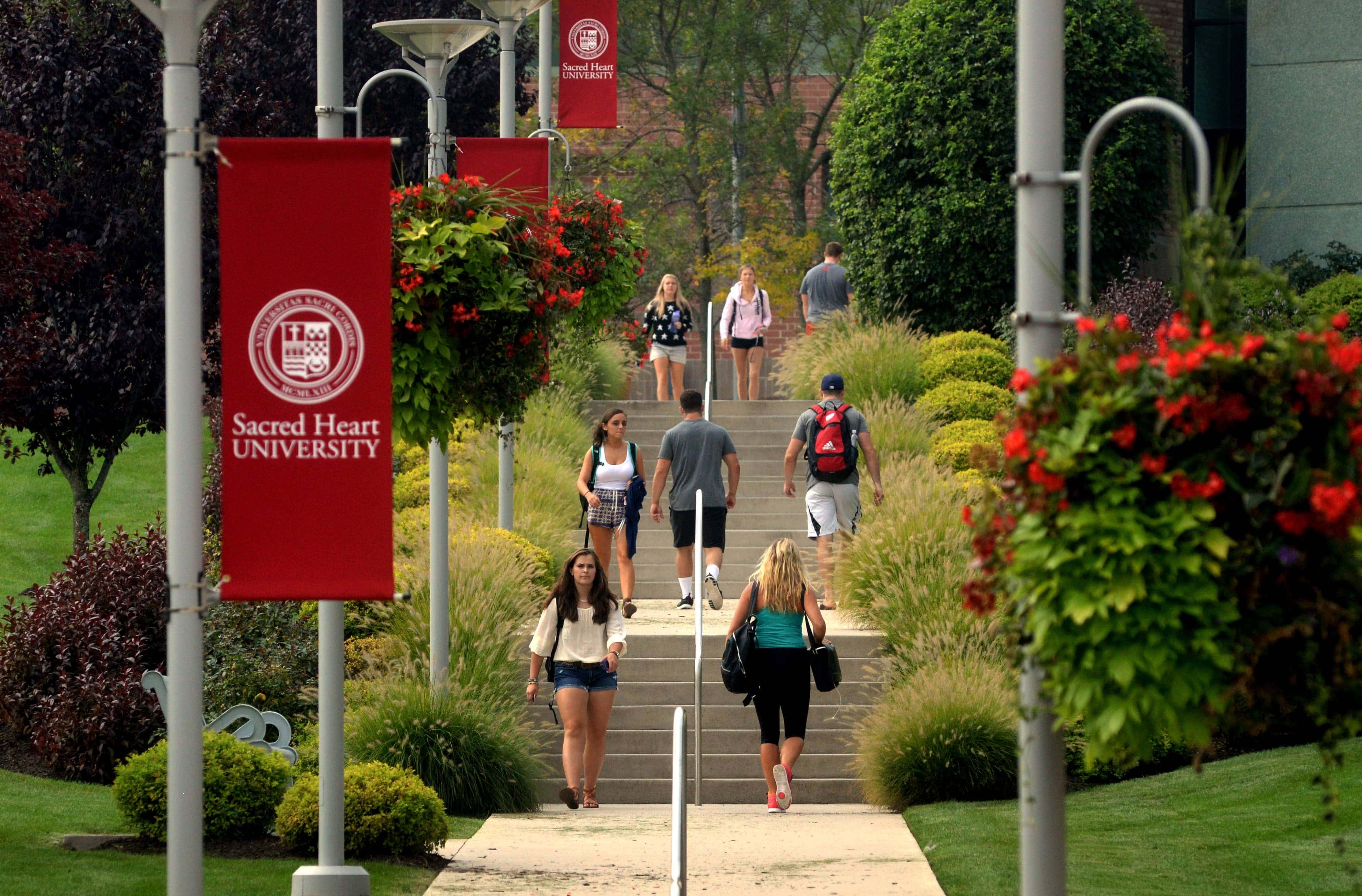 when is sacred heart university spring break