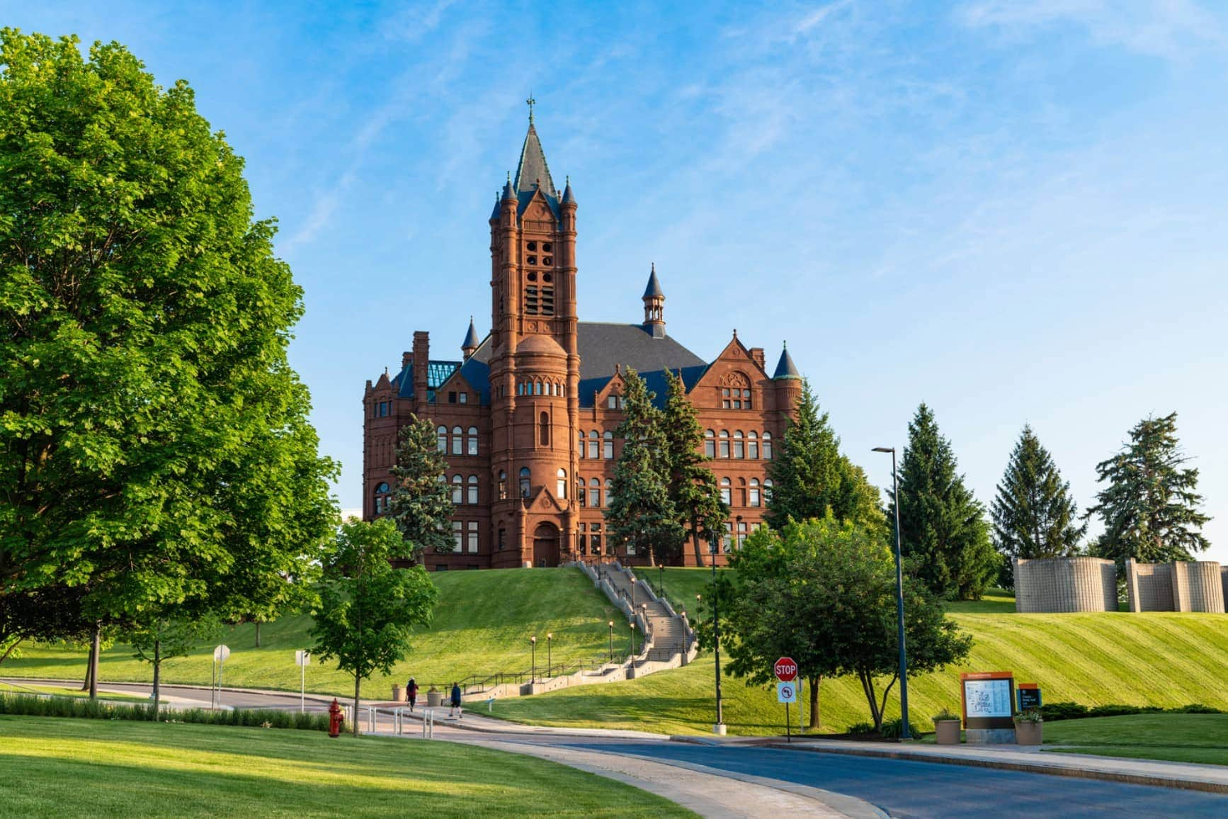 Syracuse University – Colleges of Distinction: Profile ...